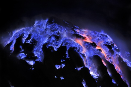 The blue fire. Image taken from http://news.nationalgeographic.com/news/2014/01/140130-kawah-ijen-blue-flame-volcanoes-sulfur-indonesia-pictures/