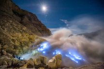 A typical sight at Ijen. Image taken from http://www.placestoseeinyourlifetime.com/blue-flames-in-the-kawah-ijen-volcano-indonesia-4661/