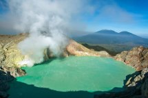 the crater lake. Image taken from: http://geology.com/volcanoes/kawah-ijen/